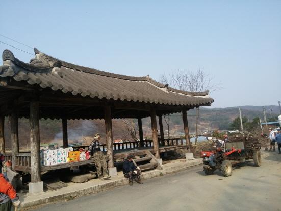마을 정자 지금은 거의 대부분 일이 마무리 되고 있다.