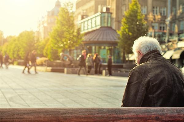 나이 들어 다른 사람의 삶에 방해가 되거나 불필요한 간섭을 하지 않고 혼자서도 잘 살 수 있고, 그 결과가 자신에게 이익이 되는 삶이라면 더할 나위 없다.