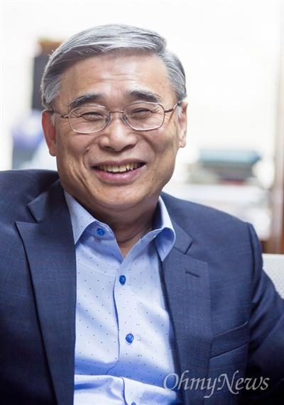 이종석 전 통일부장관(세종연구소 수석연구위원)이 3일 오후 경기도 성남시 세종연구소에서 <오마이뉴스>와 인터뷰를 하고 있다.