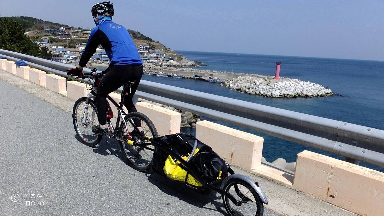 자전거길이 생겨나 여행하기 좋은 강축해안도로.