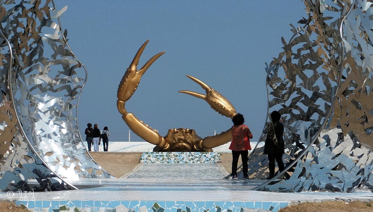 강구대게마을 바닷가에 있는 해파랑공원.