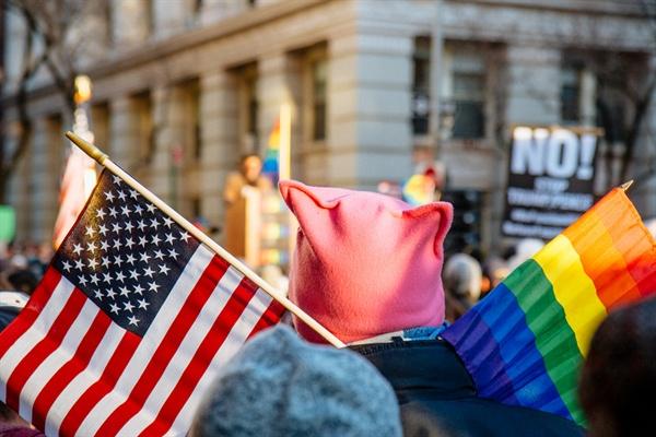 """""""게이인 아들을 사랑한다"""" 엄마의 외침이 미국을 바꿨다"""