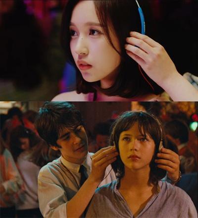 영화 <라붐> 속 명장면인 댄스파티 헤드폰 씌워주는 신은 미나, 다현이 원작과 다르게 큰 웃음을 선사한다.