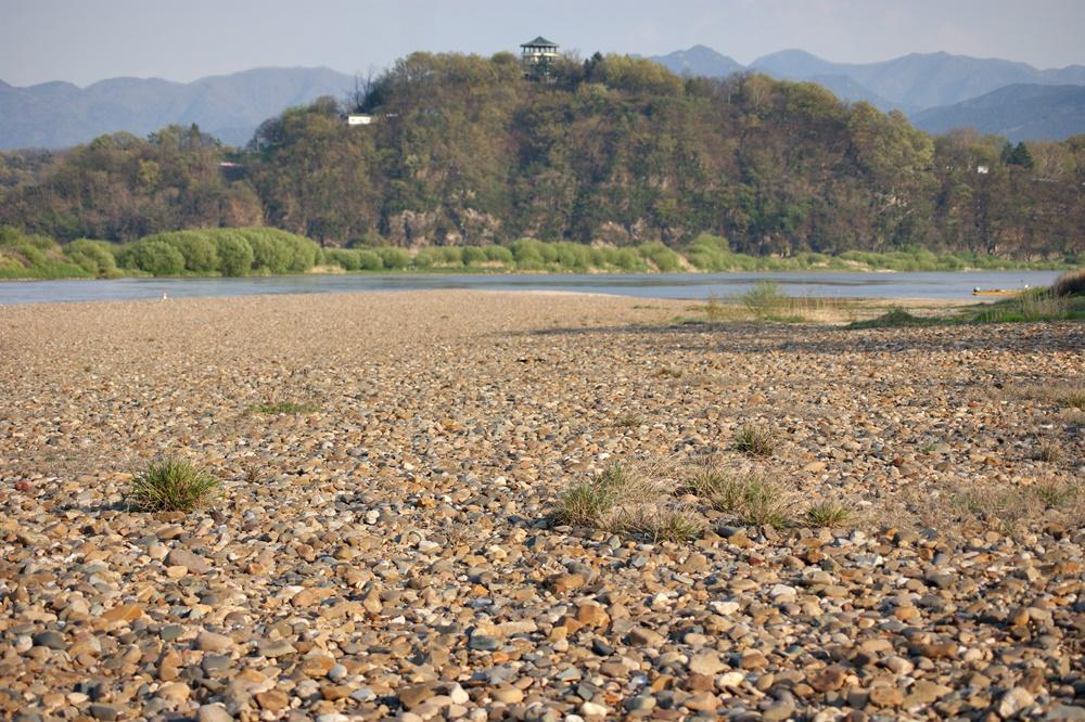 화원동산 하식애와 낙동강이 어우러진의 아름다운 모습. 4대강 공사가 본격화되기 직전 2010년 봄의 모습이다.