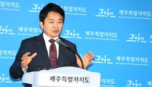 바른미래당 탈당하는 원희룡 원희룡 제주도지사가 10일 제주도청 기자실에서 바른미래당 탈당 기자회견을 하고 있다.