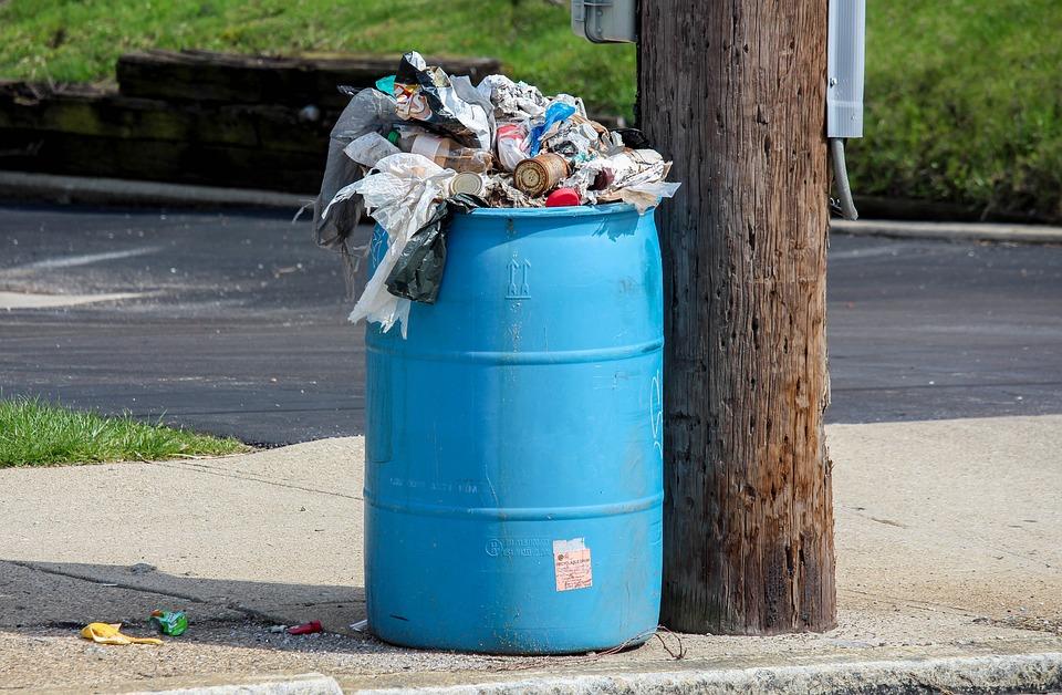쓰레기 쓰레기가 쌓인 모습