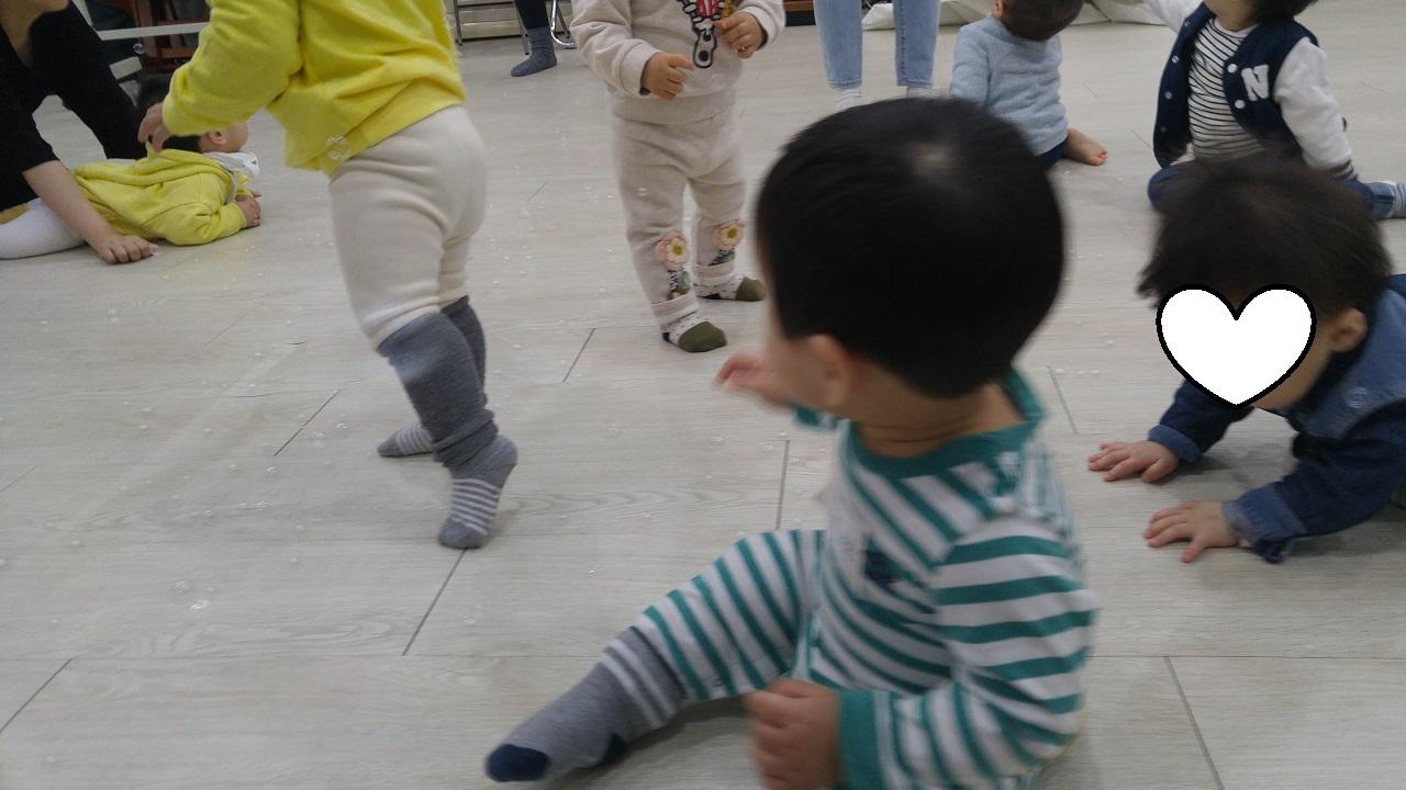 문화센터에는 또래 아기들이 있다