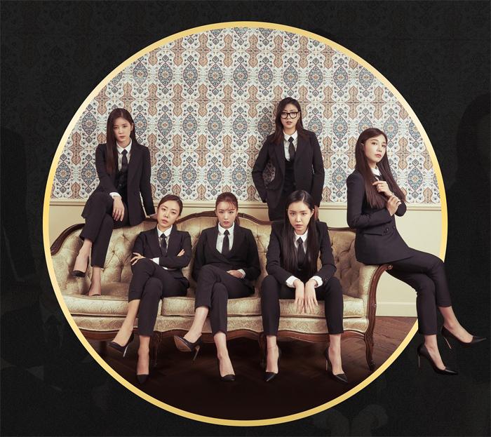 인기 걸그룹 에이핑크가 4월19일자로 데뷔 7주년을 맞이한다.  이를 기념하는 팬미팅 개최를 앞두고 최근 영화 < 킹스맨 > 요원들 처럼 정장을 착용한 멤버들의 사진을 공개했다.