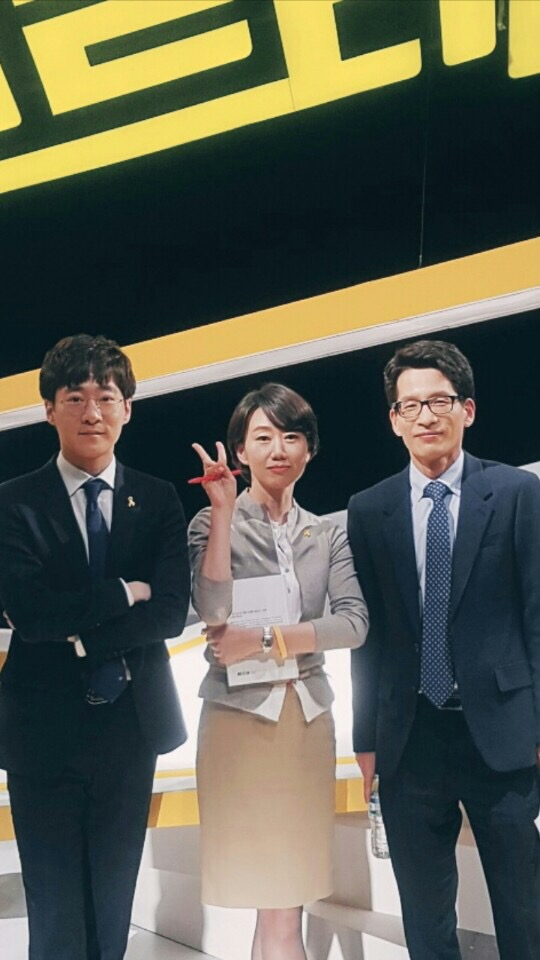 <스트레이트> 녹화 후 세월호 취제기자 들 기념 사진