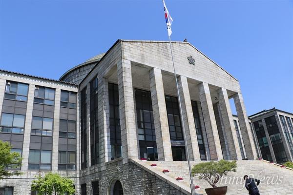 경북대 학교 본관.