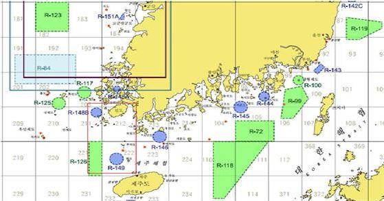 한국연안해상사격훈련구역도 R-149지역과 세월호 침몰 지점과의 거리는 약 60km정도.