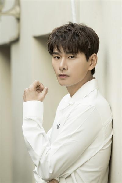 JTBC <으라차차 와이키키>에서 '생계형 신인 배우' 준기 역할을 맡은 배우 이이경이 지난 20일 종영 인터뷰에 응했다. 배우 이이경은 2012년 영화 <백야>로 데뷔해 올해로 6년차 배우가 됐다.