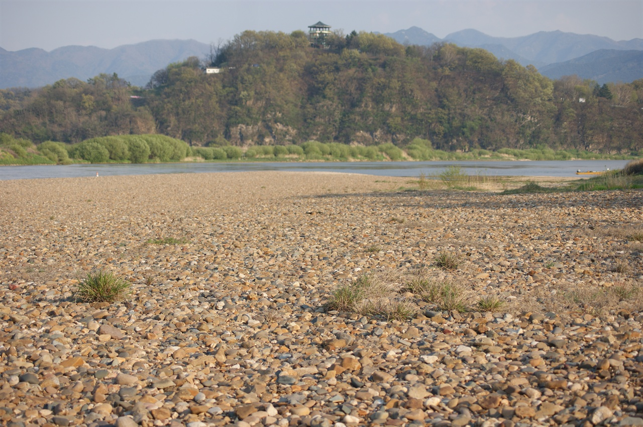희귀식생인 모감주나무군락지로 유명한 화원동산 하식애 전경