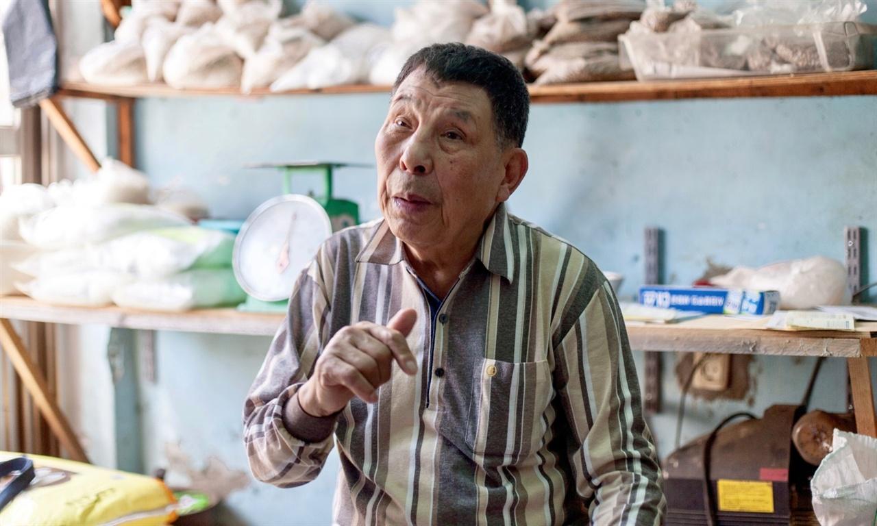 어릴적 이북에서 부산으로 내려와 흰여울마을에서 70년을 사신 어르신. 악전고투했지만 마을을 정성스럽게 살피며 살아오신 이야기를 나누어주셨다.