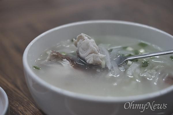 장대의 본명은 양태지만 제주에서는 장대라고 부른다. 담백하고 고소한 살맛이 일품인 생선이다. 옥돔국처럼 무와 함께 끓여 시원한 맛이 좋다.
