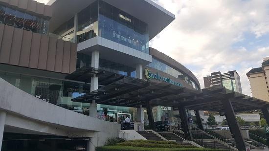 세부시티의 최대 현대식 야알라 쇼핑몰