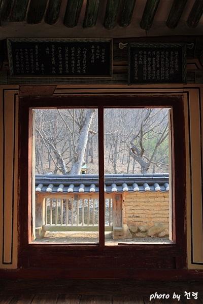 살창 독락당의 살창은 집 안에서 계곡 풍경을 감상할 수 있는 가장 극적인 구조물이다.