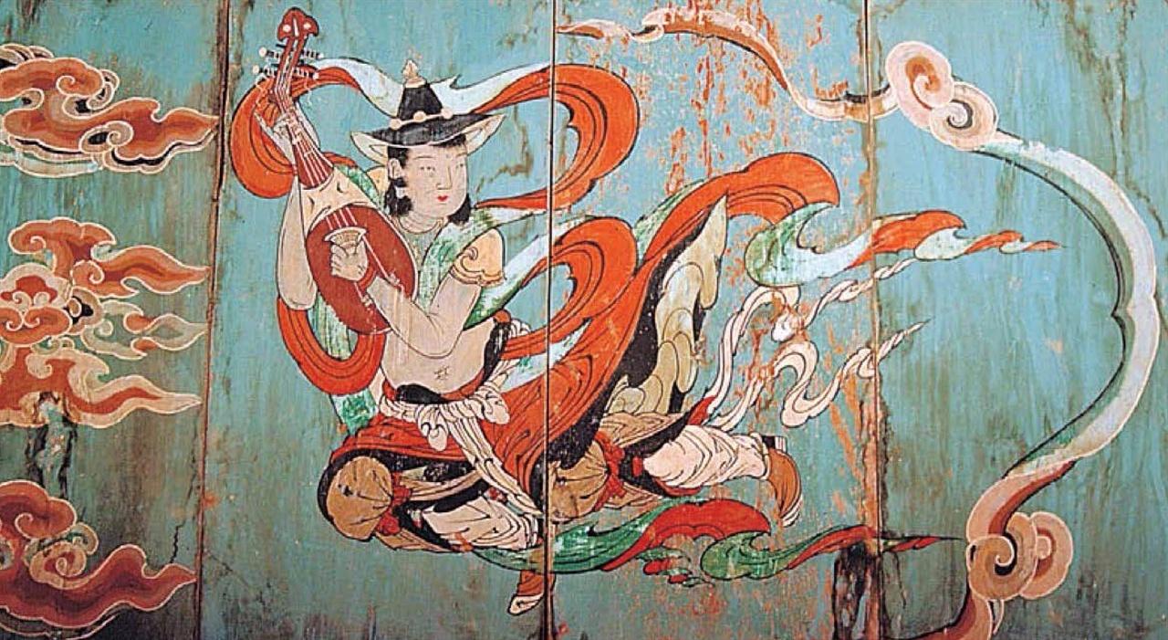 경북 영덕시 장륙사 대웅전 벽화 주악천녀(奏樂天女)가 당비파를 연주하고 있다. 당비파는 넉 줄 현에 목이 뒤로 굽어져 있는 것이 특징이다. 하늘 여자가 왼손(이 천녀는 왼손잡이다)에 달목(撥木 튀길발·나무목)을 쥐고 연주하고 있다. 발목은 술대인데, 상아나 물소뿔로 만든다. 발목은 원래 이렇게 쥐지 않는데 그것을 잘 보이게 하려고 일부러 이런 모습으로 그린 것 같다. 얼굴은 여자이지만 허리가 잘록하지 않고, 몸이 남성 느낌이 난다.