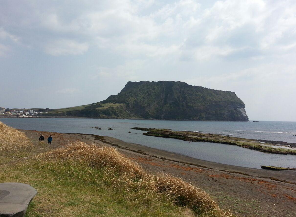 성산포 터진목 해안가 아름다운 관광지 성산도 제주 4.3의 아픈 유적지