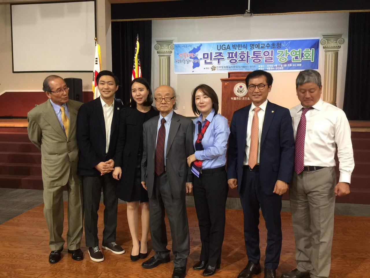 박한식 교수 통일강연회 김종대 대표 (왼쪽 두번째), 박한식 교수 (가운데), 김형률 회장(오른쪽 두번째)