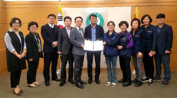 '경상대학교 노사, 전문가 협의기구'는 지난 17일 청소와 경비직의 직접고용 등에 합의를 했다.