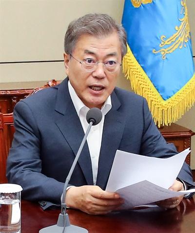 발언하는 문재인 대통령 문재인 대통령이 30일 오후 청와대 여민관에서 열린 수석ㆍ보좌관회의에서 발언하고 있다.