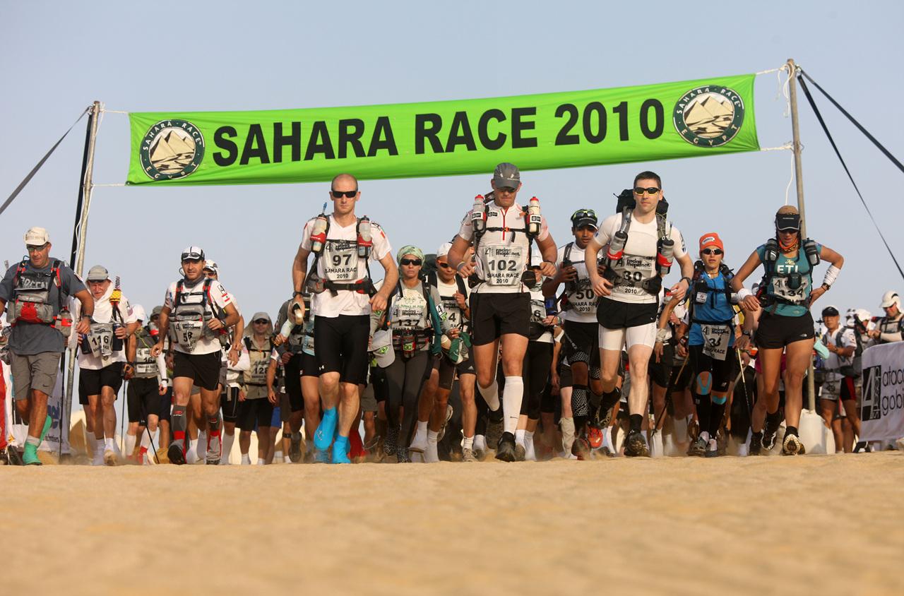 156명의 건각들이 사하라의 열사 위로 뛰어들었다.