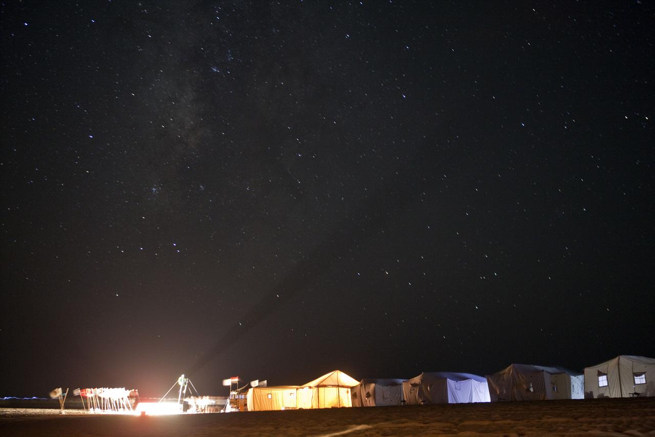 사하라의 밤... 쏟아질 듯 밤을 밝히는 은하수 무리