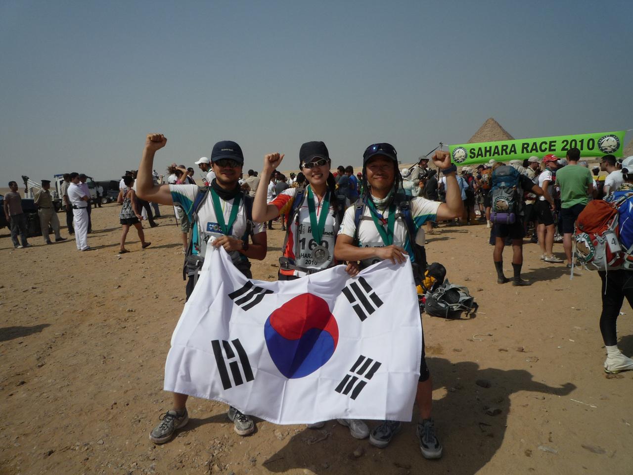 한국의 팀 출전 멤버 <프리덤> 3인... 모두 결승선을 넘었다.