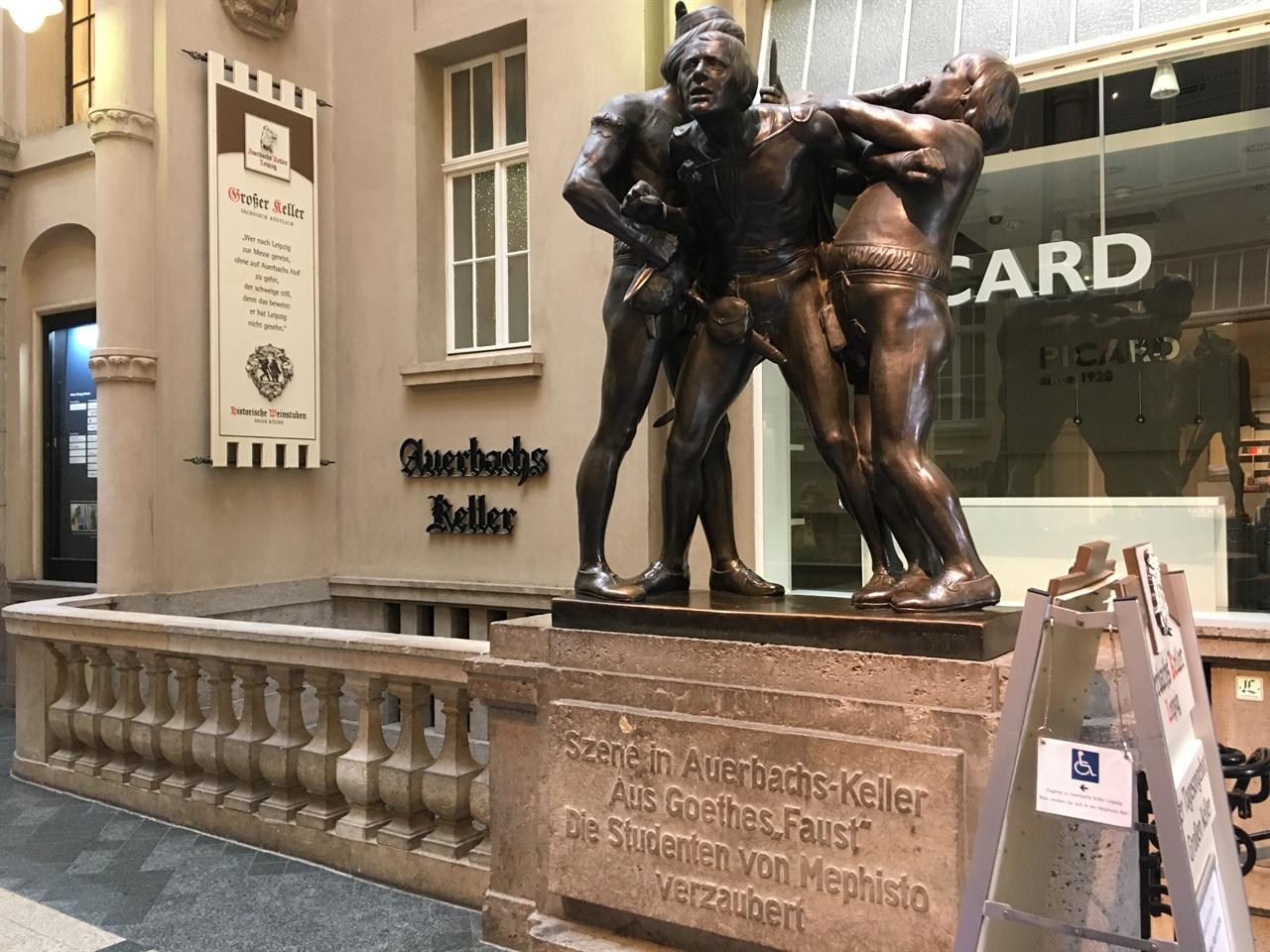 절규하는 파우스트 아우어바흐 켈러에 있는 파우스트 동상