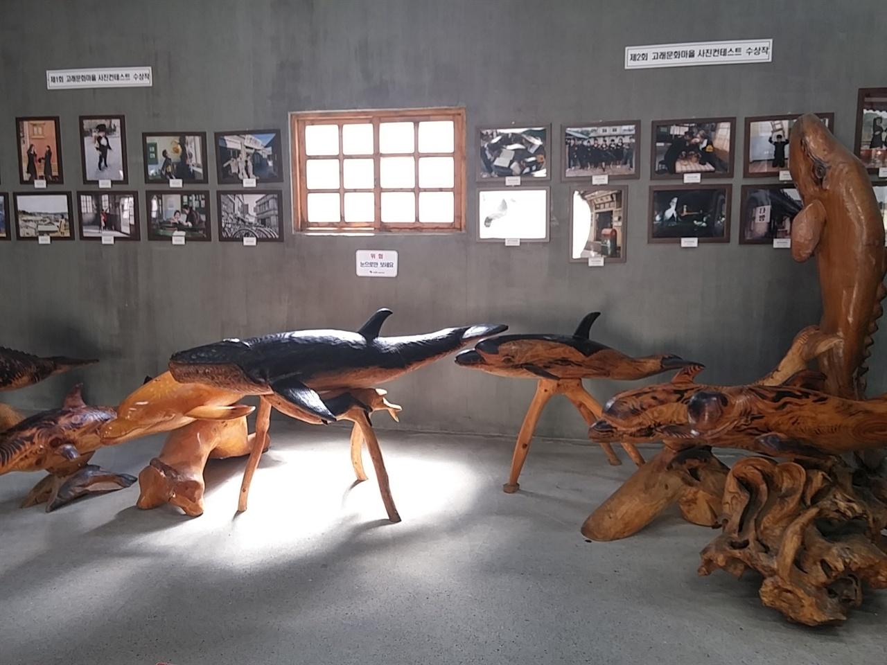 여러 고래들 중 향유 고래는 화장품과 향슈 등의 재료로 쓰이는 용연향(龍涎香)을 품고 있어 과거 유럽에서 3만 마리 이상을 포획해 멸종위기까지 갔을 정도로 귀하다고 한다.