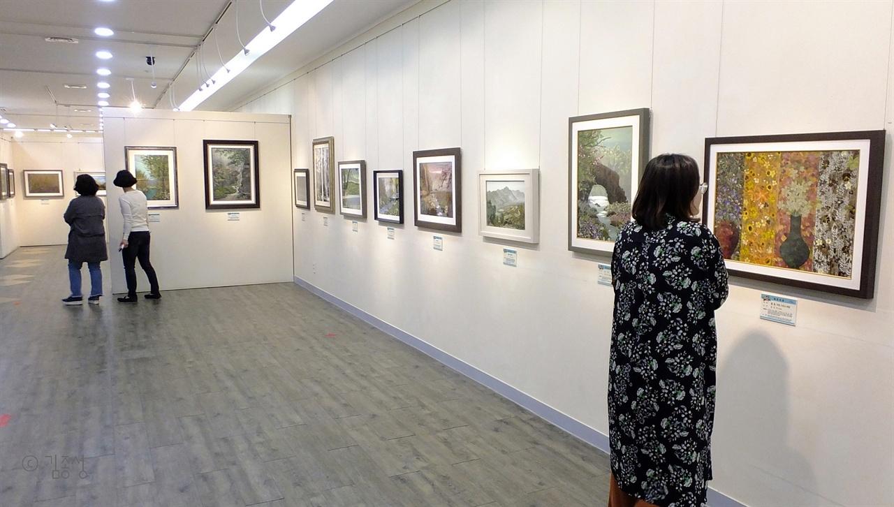 꽃으로 그린 그림을 감상할 수 있는 한국압화박물관.
