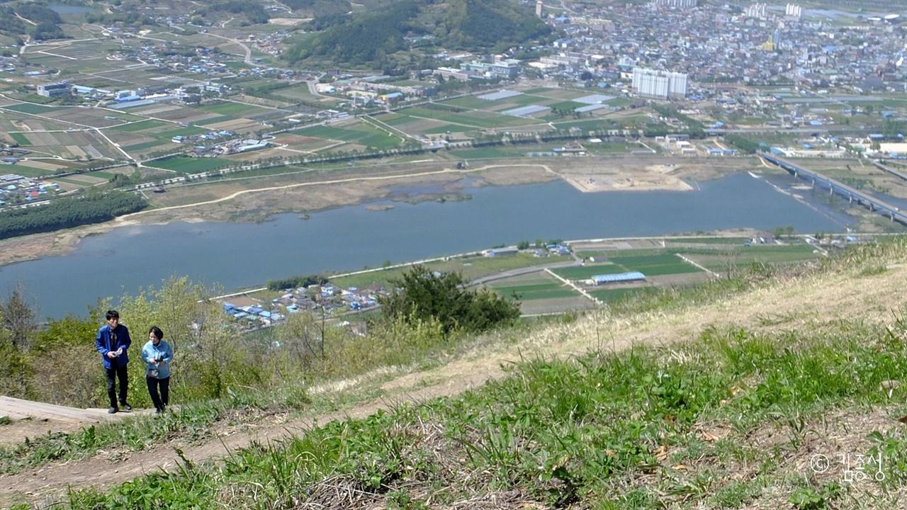 섬진강이 파노라마로 펼쳐지는 사성암.