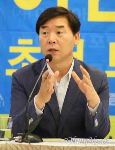 오중기 더불어민주당 경북도지사 후보가 11일 오전 대구수성호텔에서 아시아포럼21 주최로 열린 토론회에서 발언하고 있다.