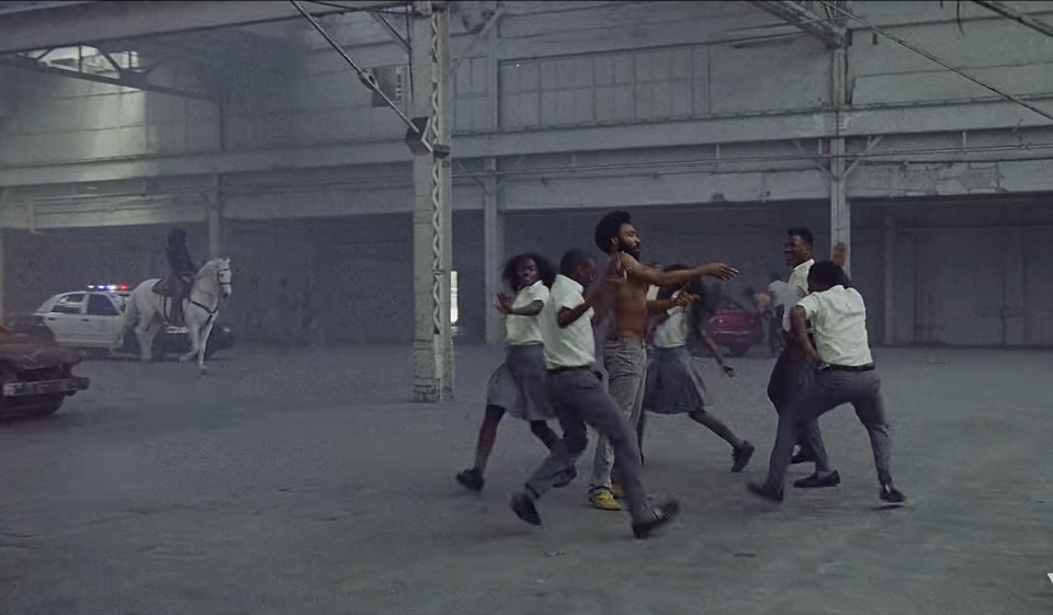 <This is America> 뮤직비디오 중 일부.