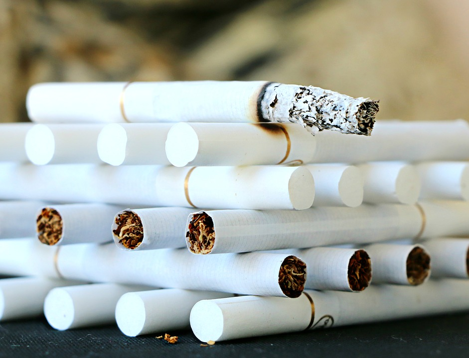 1980년대까지 국내에 시판되었던 담배의 상표명. 한갑에 100원이라는 당시로서도 매우 저렴한 가격으로 판매됨. 하지만 독하기만 할 뿐 맛은 별로였다고 함. 그 때문에 당시 애연가들은 환희를 피우느니 차라리 100원을 더 보태서 솔을 피웠다고 함.