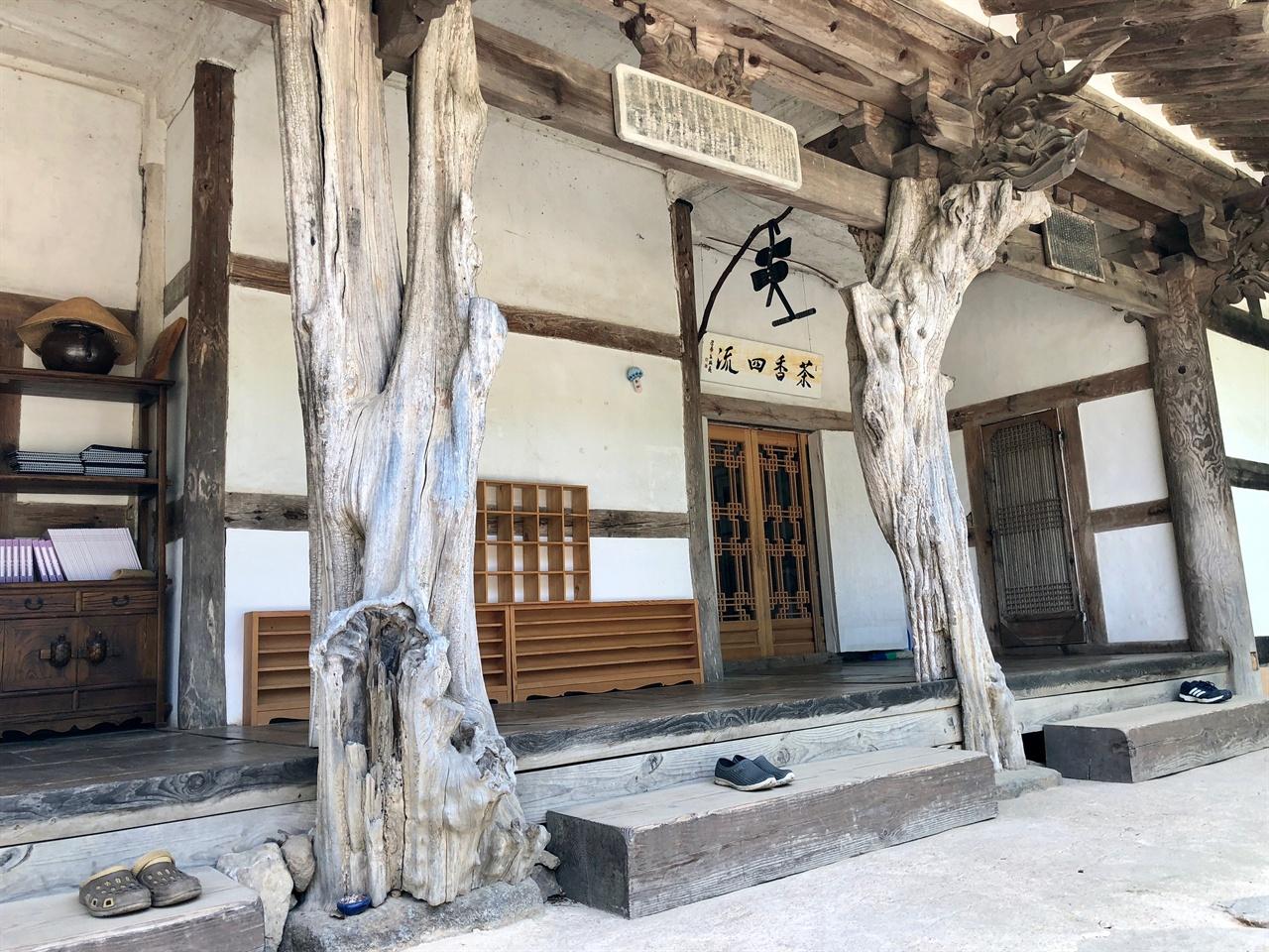 구층암  모과나무기둥