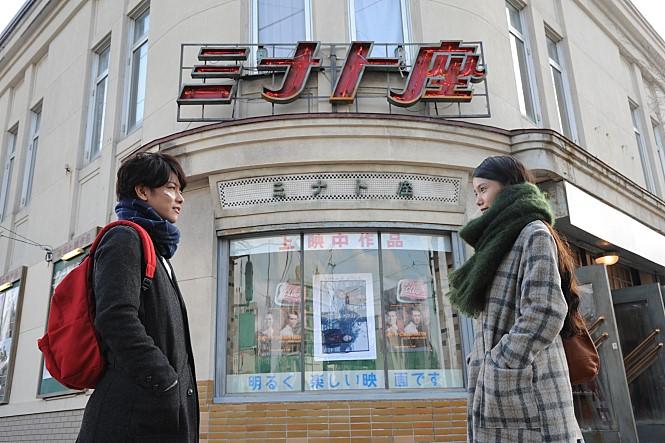 영화 '세상에서 고양이가 사라진다면'에서 나 역을 맡은 사토 타케루와 첫사랑 그녀 역을 맡은 미야자키 아오이