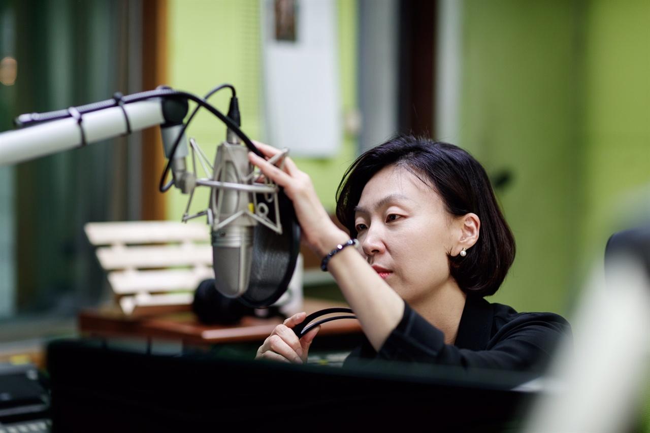 <김현정의 뉴스쇼>의 앵커 김현정 PD