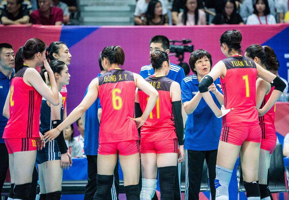 중국 여자배구 대표팀, 2018 네이션스 리그 경기 모습... 맨 왼쪽 12번 선수가 리잉잉(192cm), 맨 오른쪽 1번이 위안신웨(201cm) 선수다.