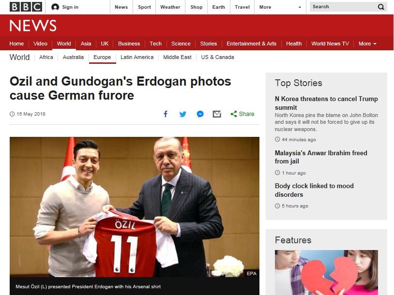 터키 대통령과 사진 찍은 메수트 외질의 소식을 전하고 있는 BBC