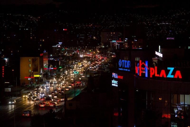 어둠의 장막이 내리기 시작한 몽골의 수도 울란바토르.