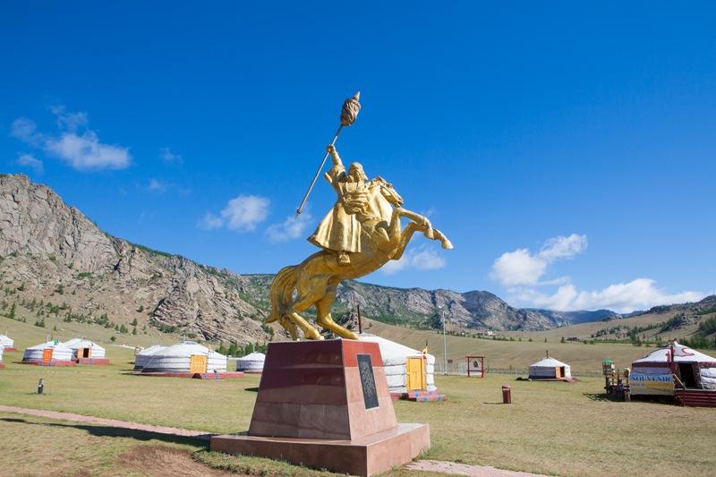 몽골 초원에선 유목민의 이동식 천막인 게르와 어렵지 않게 만날 수 있다.