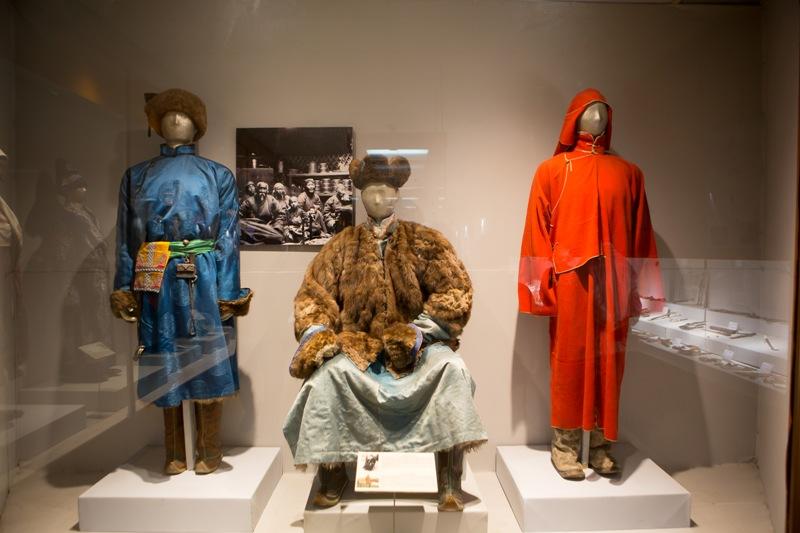 울란바토르 박물관에 전시된 몽골의 전통의상.
