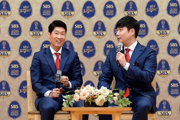 박지성 전 축구선수와 배성재 SBS 아나운서가 16일 오후 서울 양천구 목동 SBS 사옥에서 진행된 기자간담회에 참석해 기자들의 질문에 답하고 있다.
