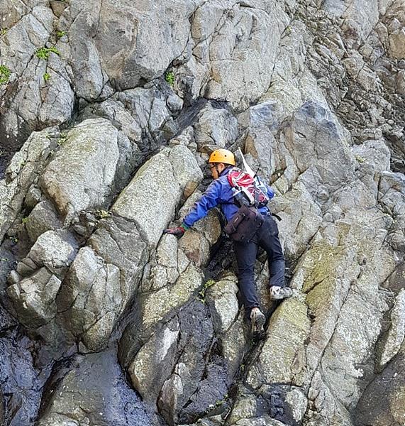 동행한 동아지도 안동립 대표와 필자가 물골 주위 바위에 기록된 암각서 20여개를 찾았지만 일본인들의 흔적은 찾을 수 없었다.