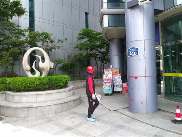 청주시공공미술품관리대장에사진이올라있는현대코아빌딩앞석조조각품