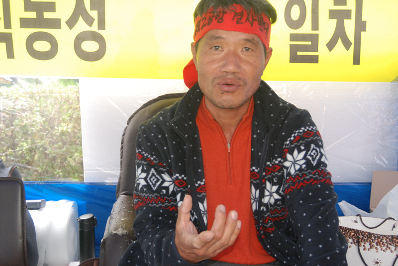 지난해 단식농성장에서 만난 김경배 부위원장.