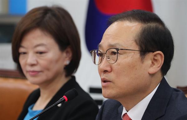 더불어민주당 홍영표 원내대표가 17일 오전 국회에서 열린 정책조정회의에서 발언하고 있다.