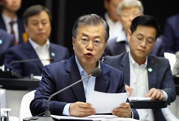 문재인 대통령이 17일 오후 서울 강서구 마곡 R&D 단지에서 열린 혁신성장 보고대회에 참석, 발언하고 있다.
